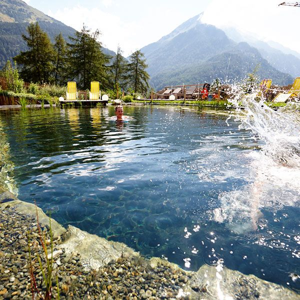 Naturbadeteich mit Solarenergie