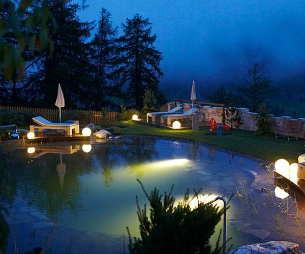 Unser Naturbadeteich bei Nacht