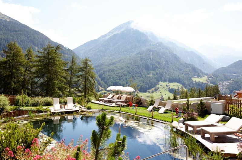 Entspannungs-Liegen am Grüner Naturbadeteich