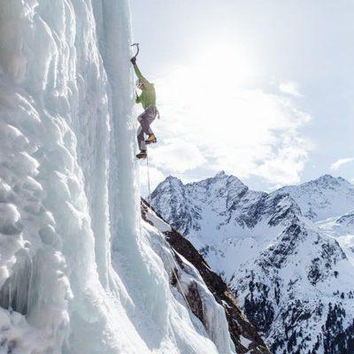 Eisklettern im Oetztal - Bergsteiger am Berg